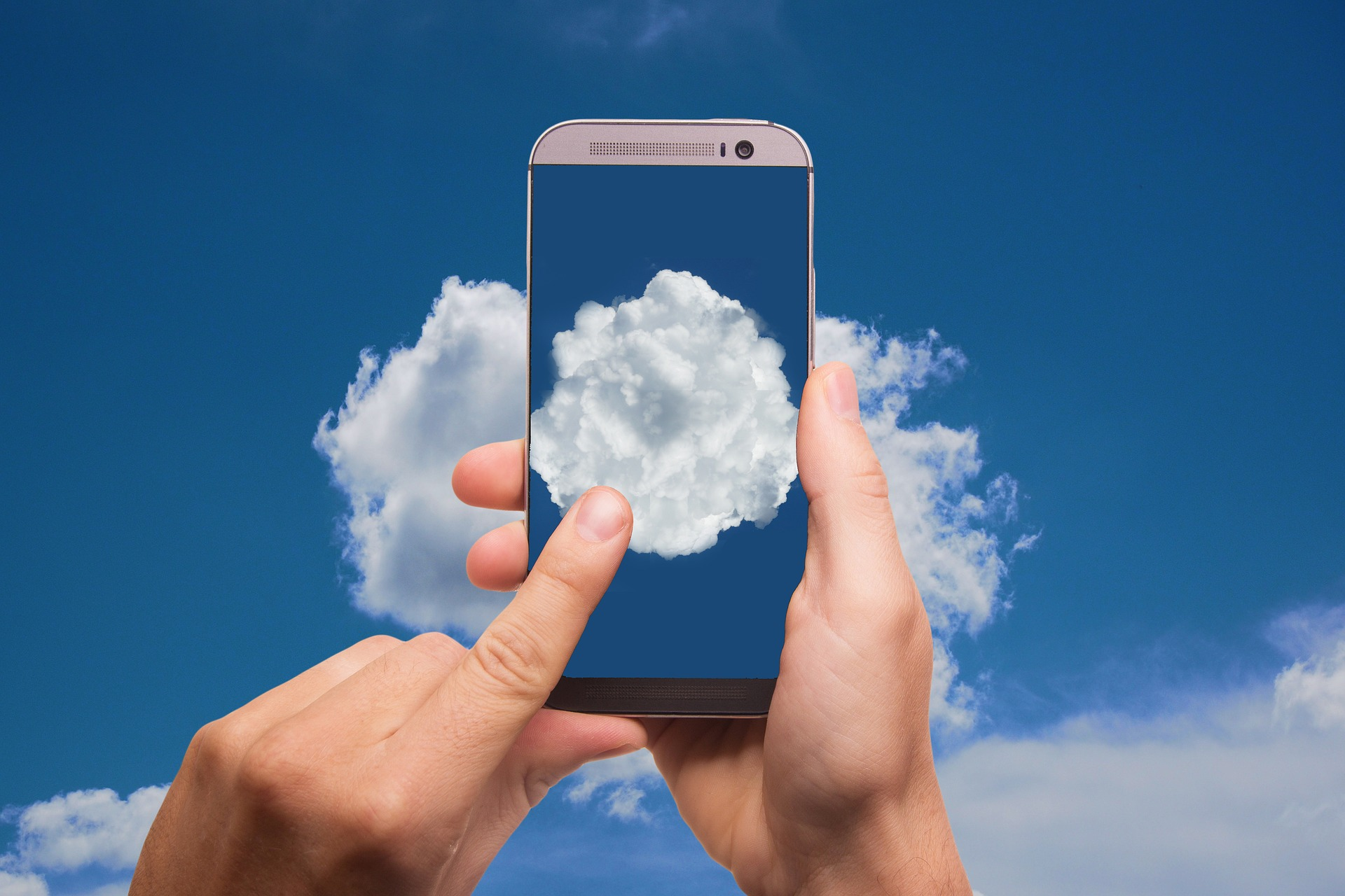 How Is Data Stored In The Cloud + Benefits & Risks